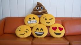 Emoji Yastıklarla Dekorasyon
