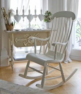 Dinlenme Odalarının Vazgeçilmezi; Sallanan Sandalyeler