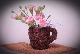 Kahve çekirdekleri ile vazo dekorasyonu nasıl yapılır?