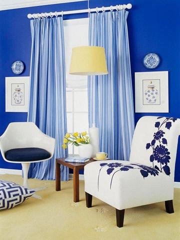 Beyaz Mobilya Mavi Duvar