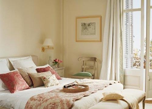 Krem Renk Yatak Odası