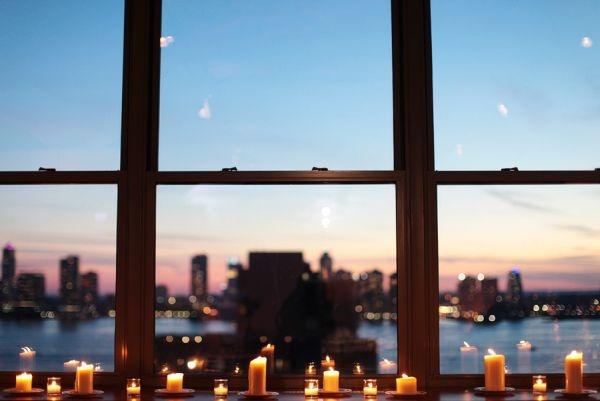 Pencere Önü Mumlar