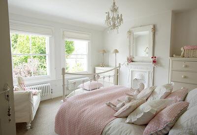 Açık Pembe Yatak Odası