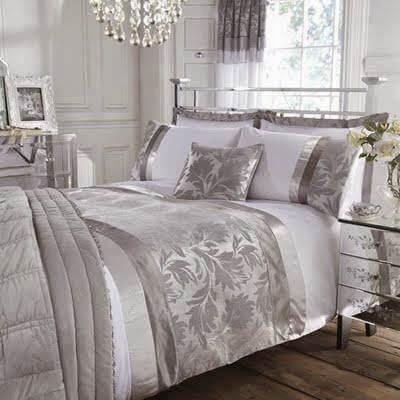 Gümüş Renkli Yatak Örtüsü