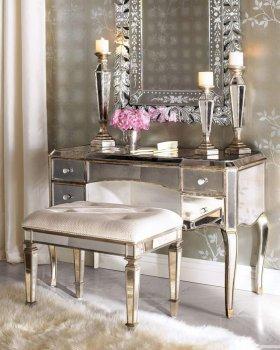 Yatak Odalarda Aynalı Makyaj Masalarının Önemi