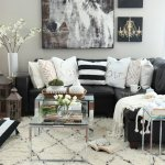 siyah-beyaz-koltuk-yastiklari-dekorasyon-1