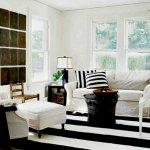 siyah-beyaz-koltuk-yastiklari-dekorasyon-4
