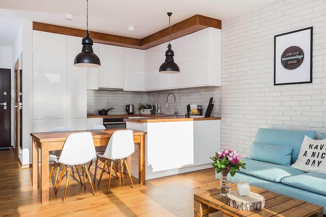 modern-ve-sade-amerikan-mutfak-modeli-eames-sandalyeler-ile