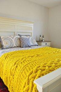 sari-renk-orgu-battaniye