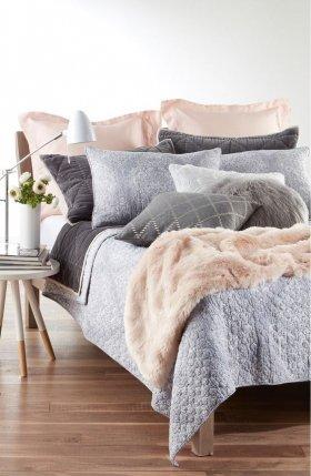 Modern ve Dekoratif Yatak Örtüsü Düzenleme Fikirleri