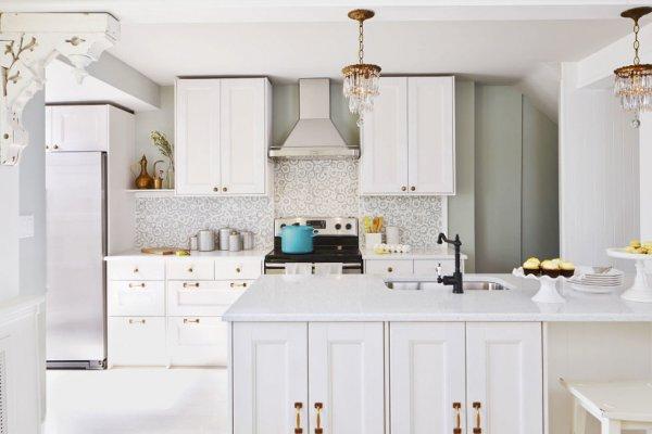 ada-tezgahli-beyaz-renk-mutfak