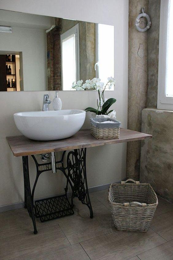 eski-dikis-makinesini-geri-donusum-olarak-banyo-dekorasyonunda-kullanmak