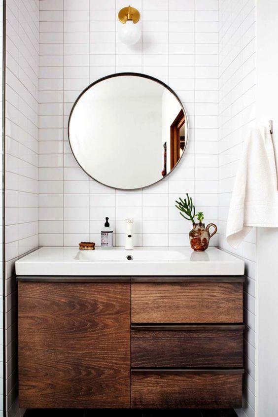 kucuk-banyo-dolabi-dekorasyonu