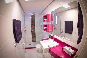 Canlı Renkleri ile Dikkat Çeken Banyo Dekorasyonları