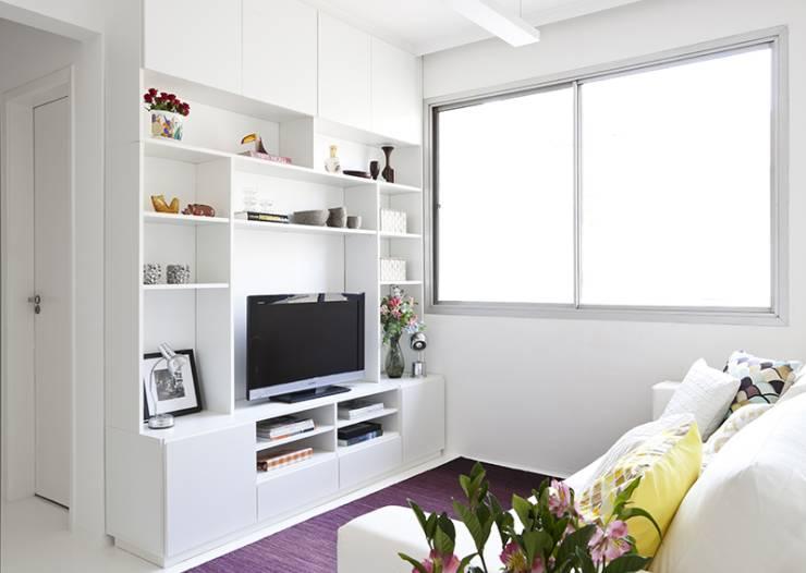 beyaz-tv-odasi-dekoru