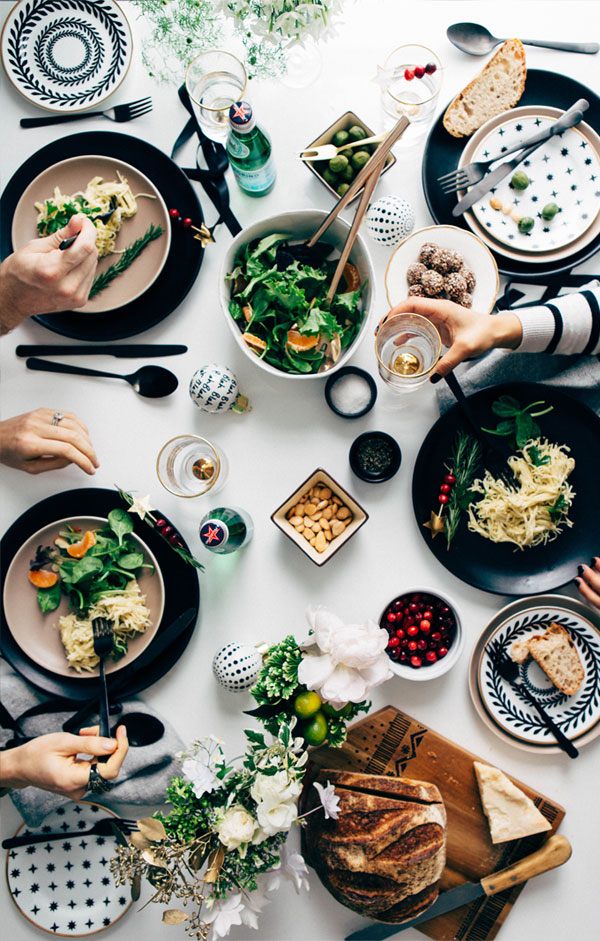 siyah-beyaz-yemek-masasi-dizayni