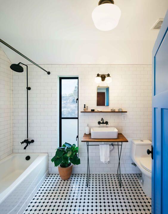 Siyah Beyaz Zemin İle Daha Geniş Banyolar